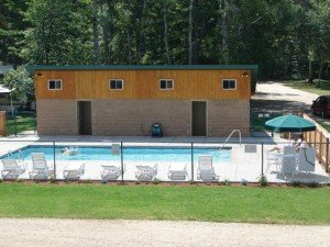 Tamarack Lodge swimming pool